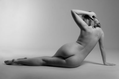 Classy naked woman life model